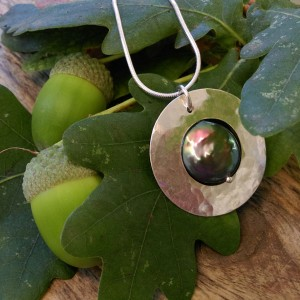 7. Hammered silver circle pendant with peacock green coin pearl.smaller